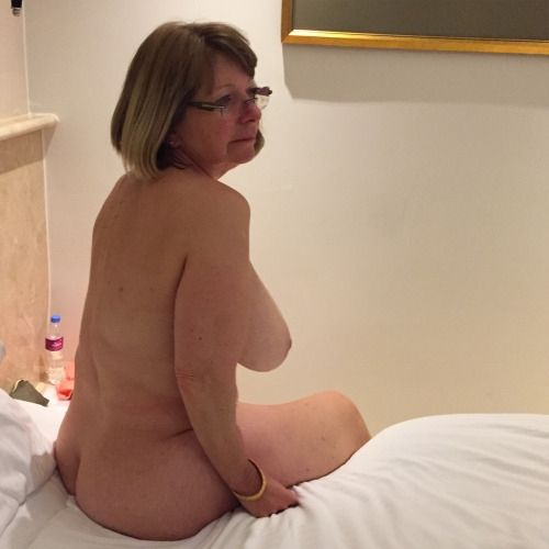 Takes 18 dildo in her ass