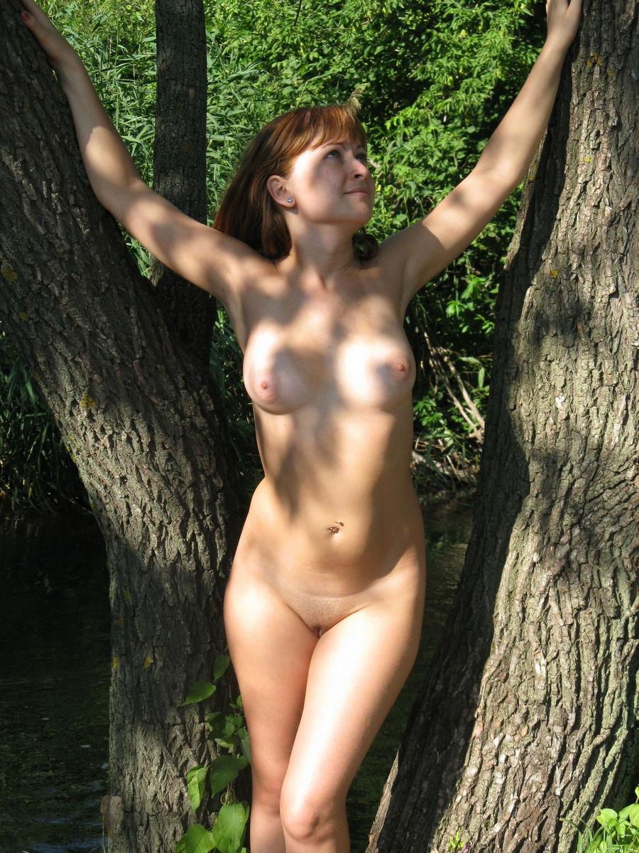 girls Naked posing amateur