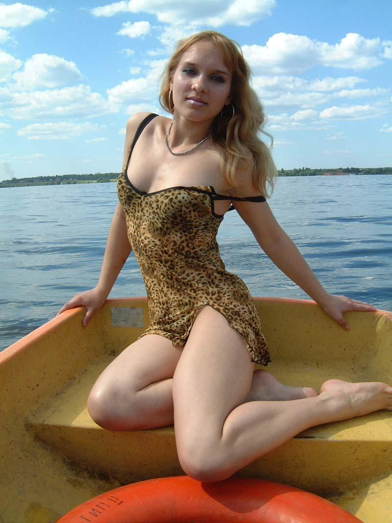 naked Ass boat girl on