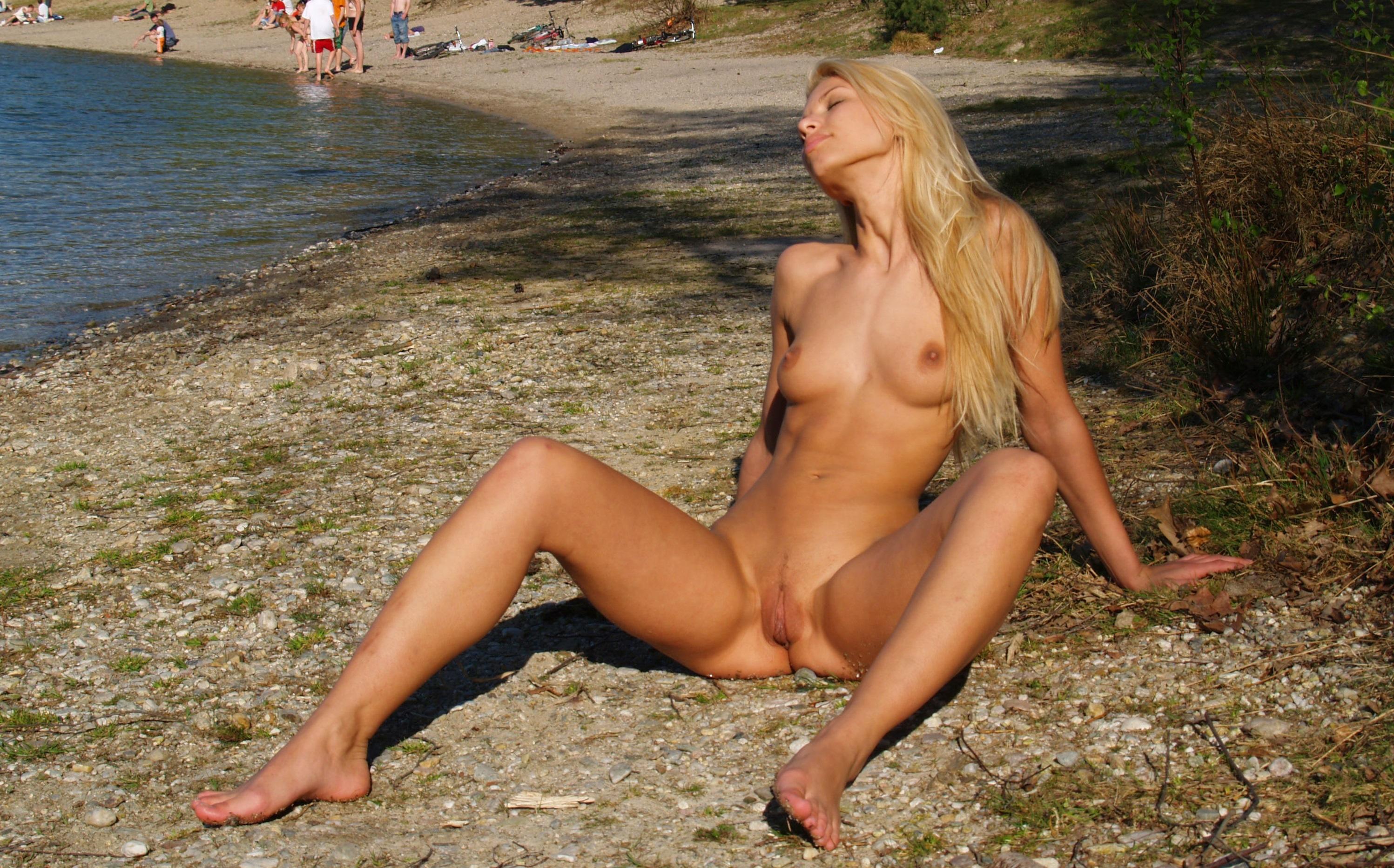 erotic Evi naked