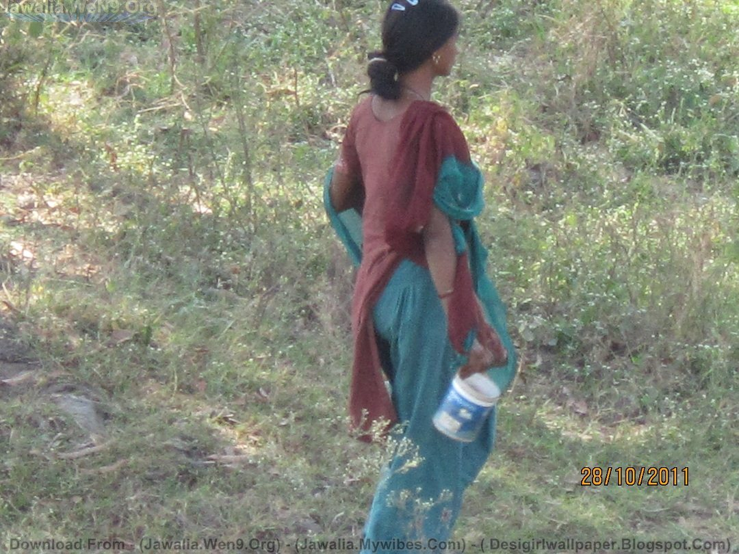 pissing Indian girl