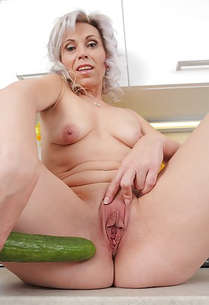 pics pussy 3gp old granny sexy