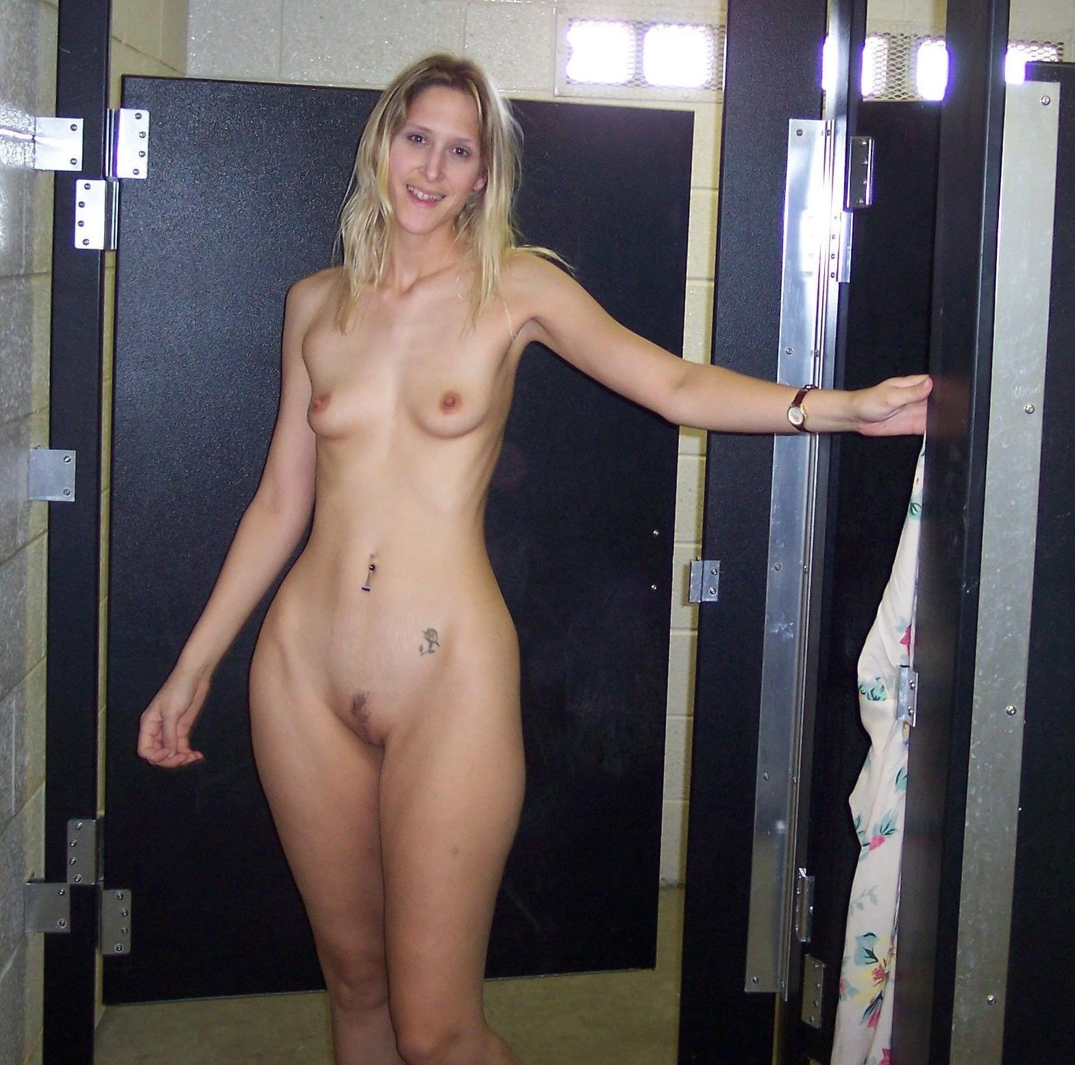 nude Broad hips
