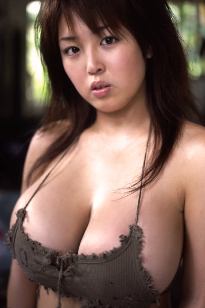 Elisabeth shues breast