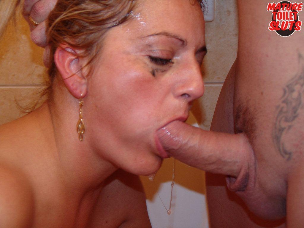 sucking cocks Woman 50