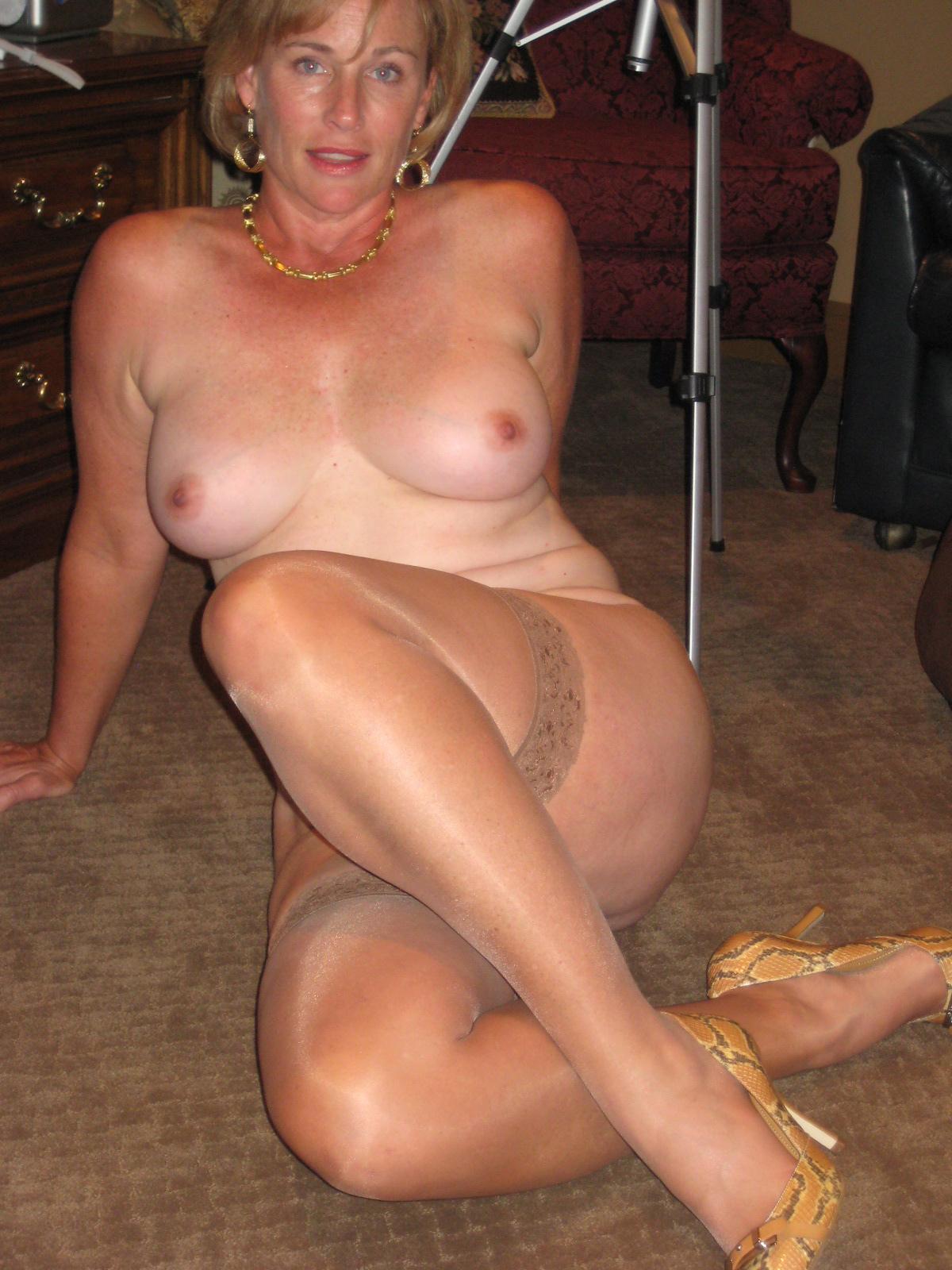 amateur milf nude sexy