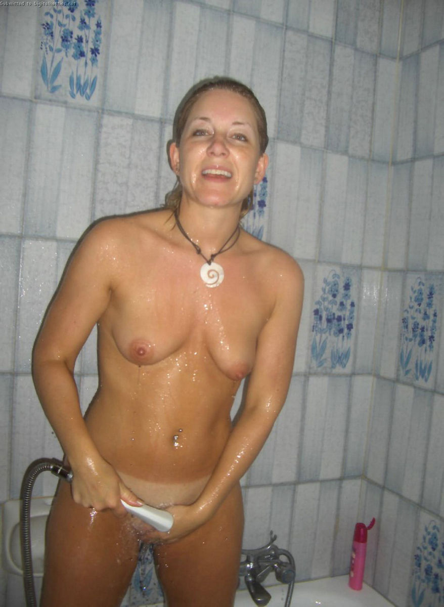 girls bathroom Naked
