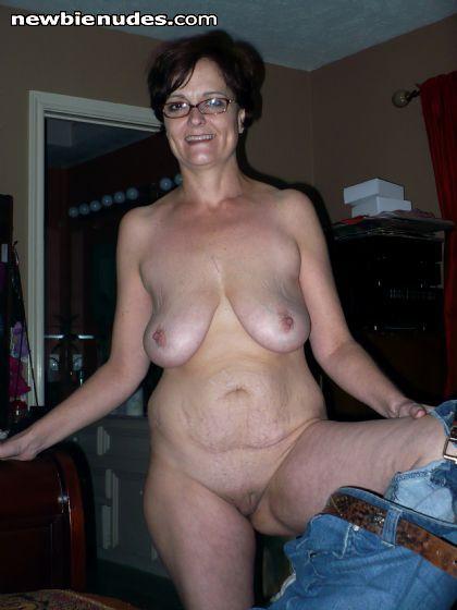 flashes moms Mature body black