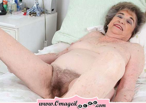Hairy hd pussy spreading mature