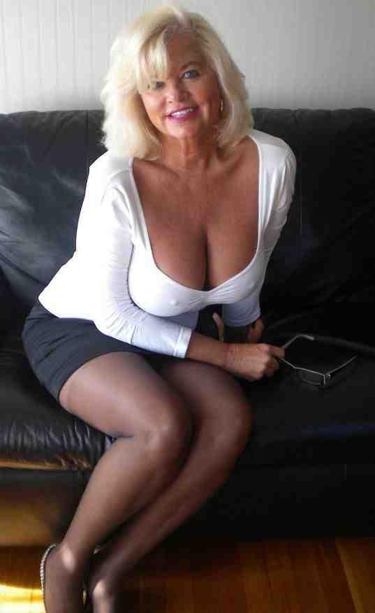 mom Sexy ass single