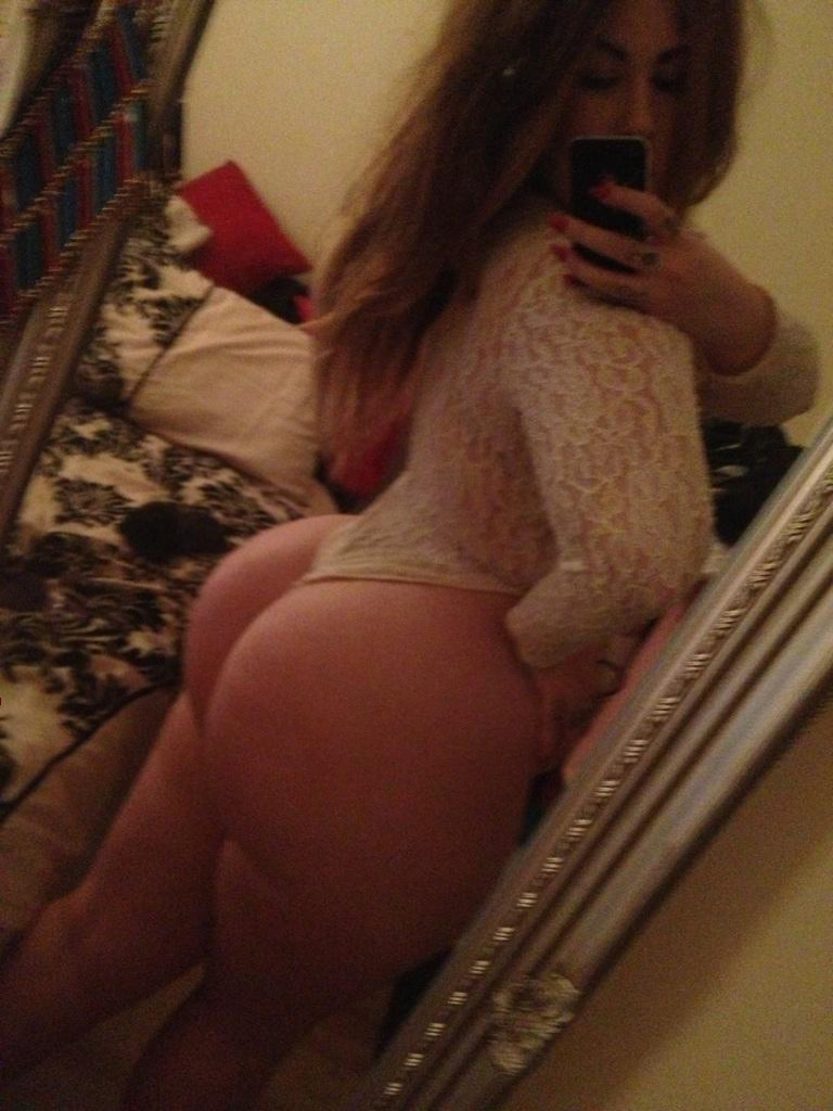 nude latina selfies women