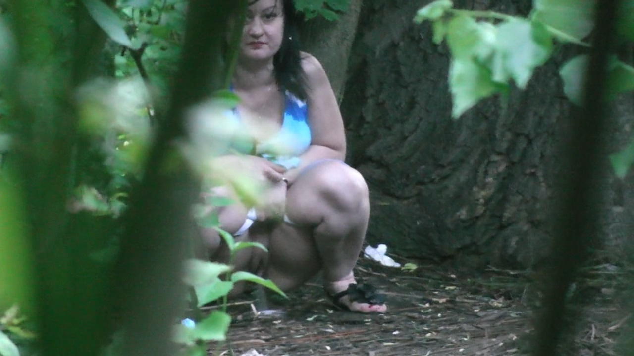 woods in Girl peeing