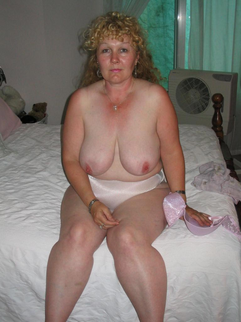 porn Nude housewife