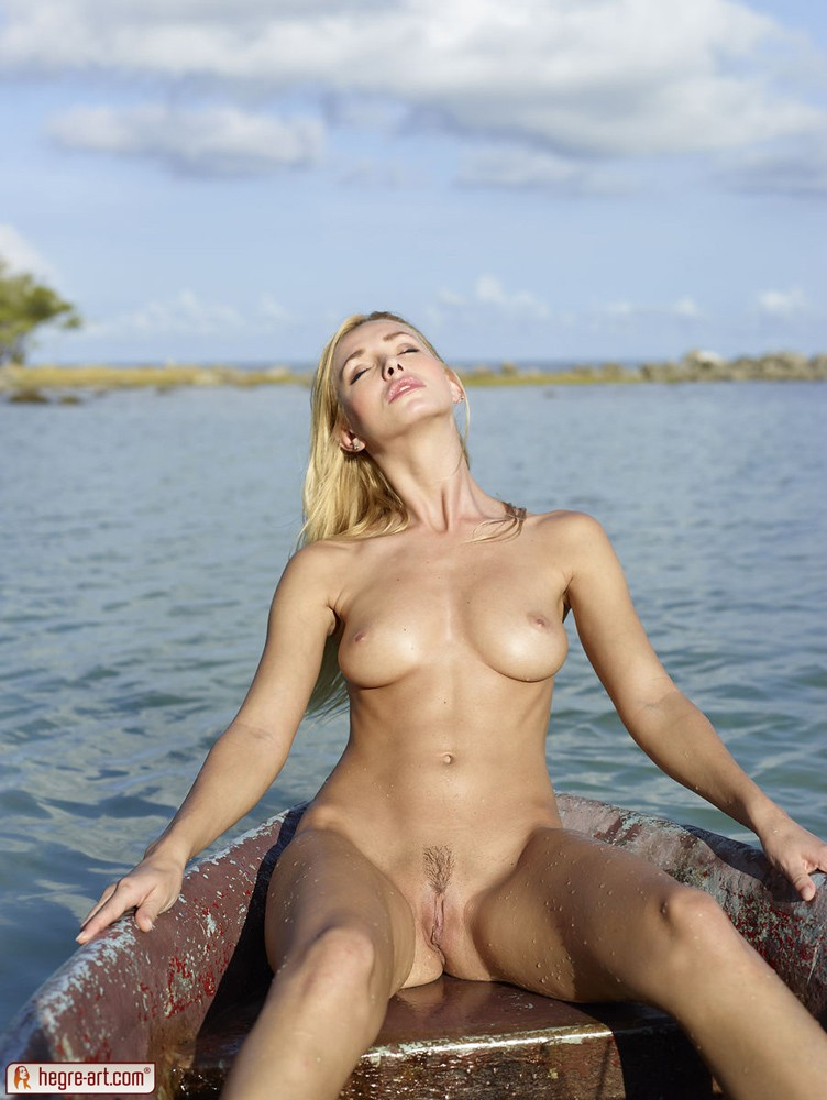 nude boat Rihanna on