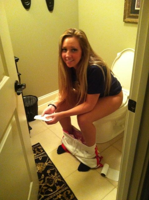girls on Young toilet pee sitting