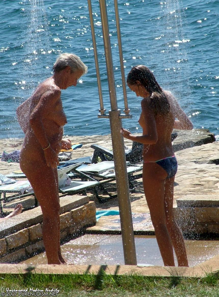 family shower Nudist