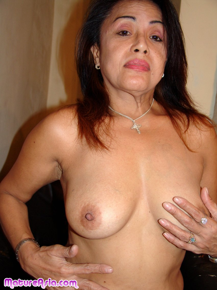 asia-old-woman-nude