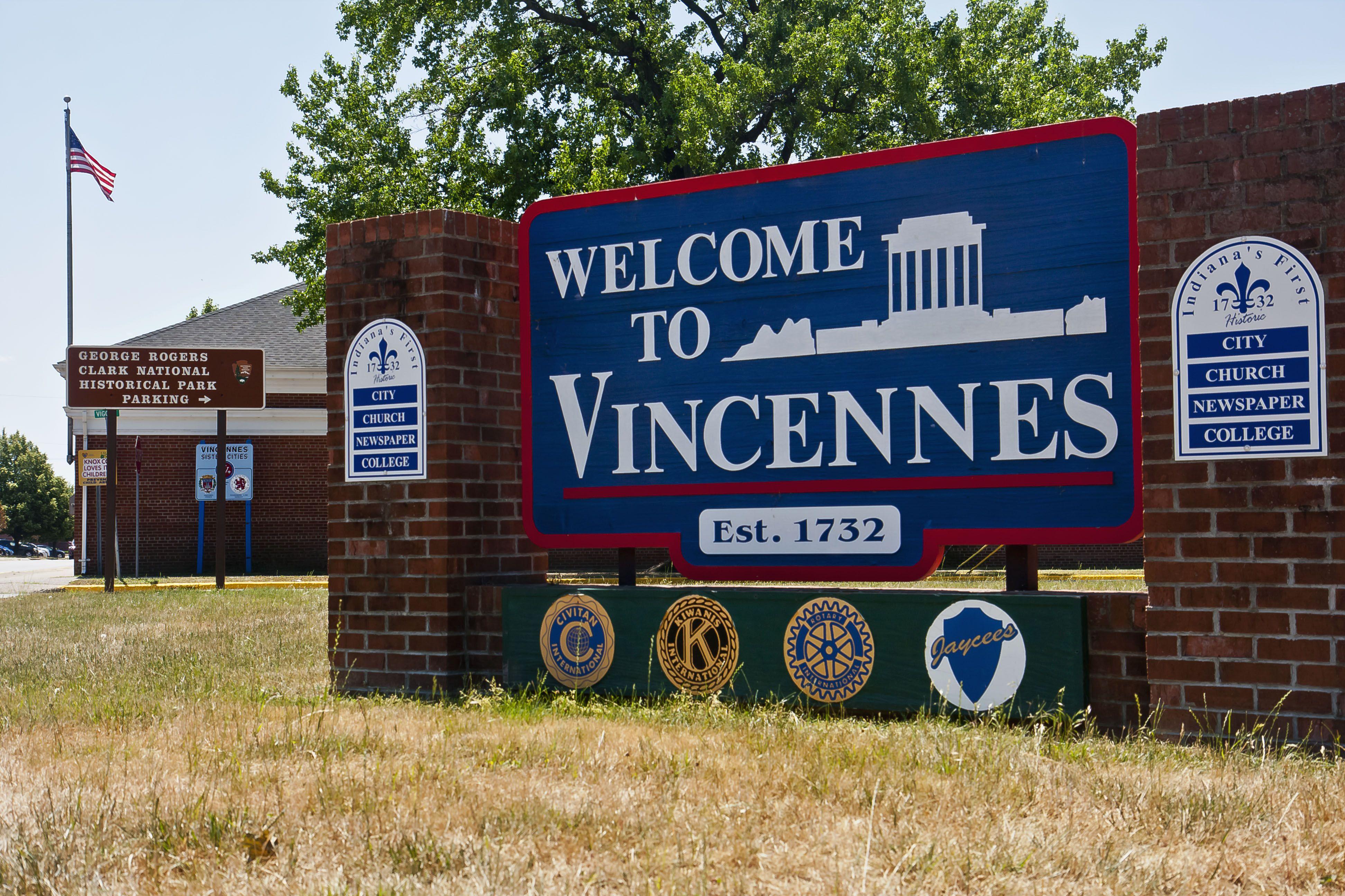 finder Adult vincennes couple friend